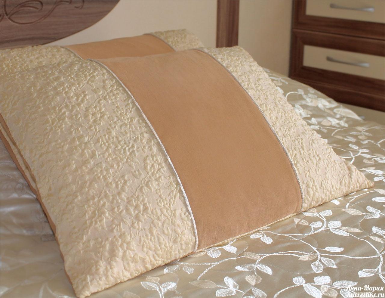 Наволочки на подушки из маминого выпускного платья)