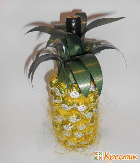 Приклеиваем листья ананаса