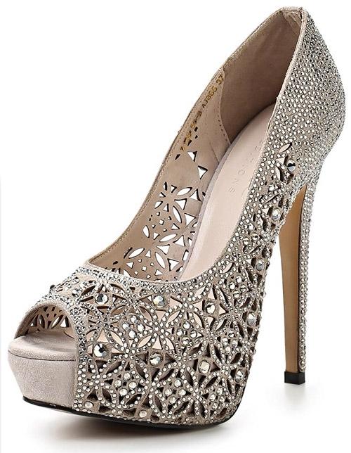 Элегантные блестящие туфли