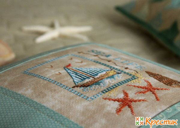 Подушка с вышитым корабликом