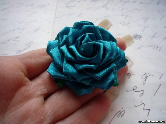 Роза из атласной ленты своими руками фото