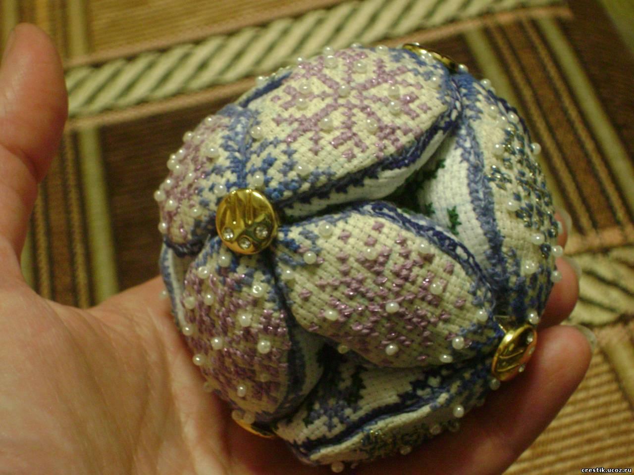 Новогодний шарик с вышивкой своими руками