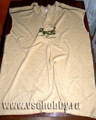 ненужная трикотажная футболка для изготовления пряжи для вязаной своими руками сумки