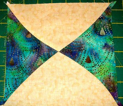 квадрат из лоскутных ромбов с кривыми краями