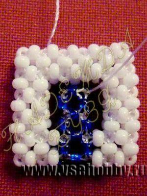 синий бисерный квадрат плетем внутрь белого