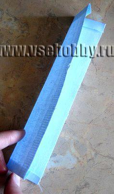 полоска из плотной ткани вшивающаяся в боковую часть странички мягкой развивающей книжки для малыша
