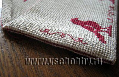 шов соединяющий бока конверта из канвы с вышивкой крестом