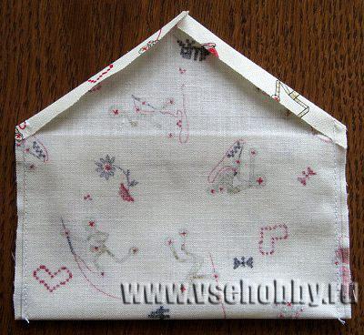 подкладка конверта должна быть немного уже и короче основной детали из канвы с вышивкой крестом