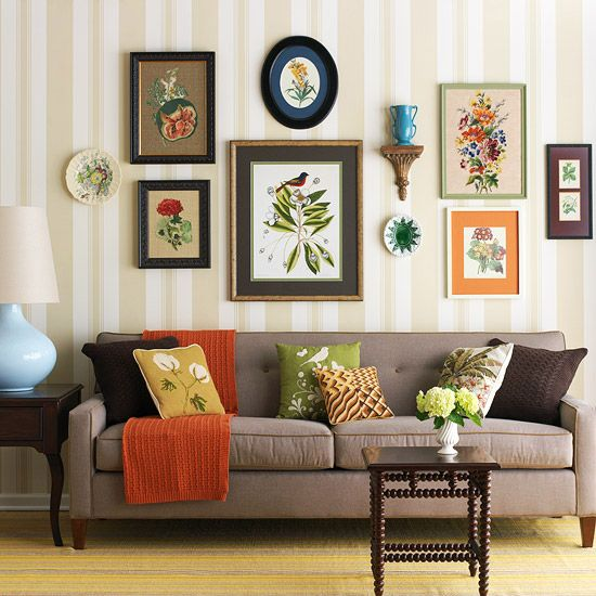 Картины и постеры на стене