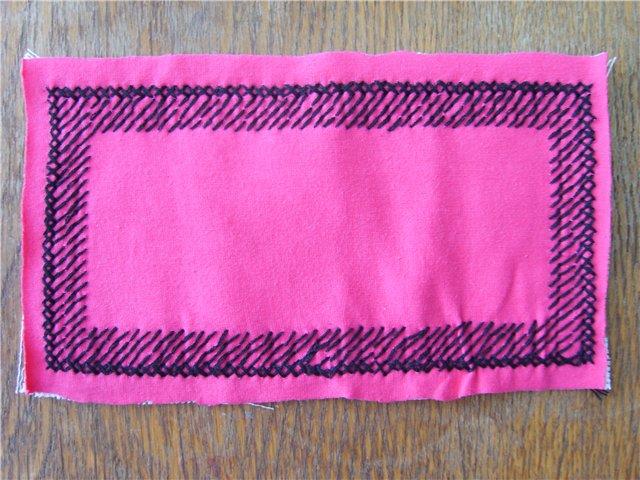сшиваете кусочек ткани и канвы