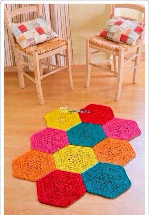 Вязаный из шестиугольников коврик