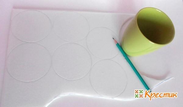 Рисуем кружки при помощи кружки