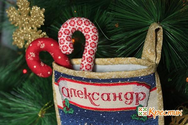Рождественские носки на камин