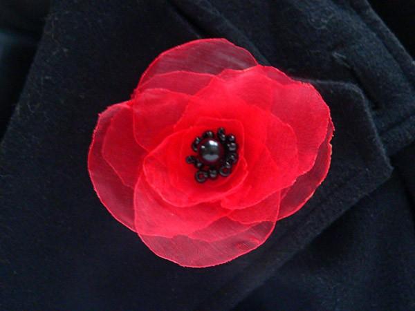 Готовый цветочек из красной органзы
