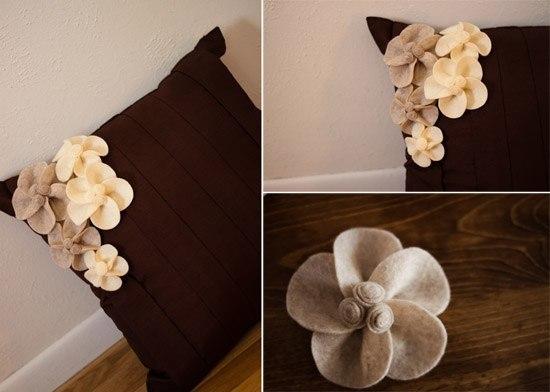 Декорирование подушки цветами из фетра