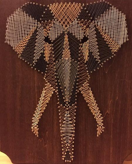 Слон в африканском стиле