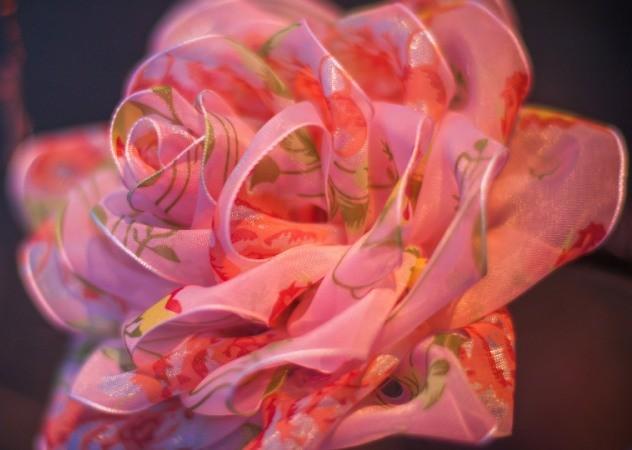 цветок из органзы с рисунком