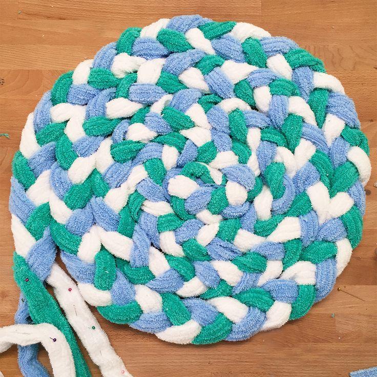 Плетется довольно просто