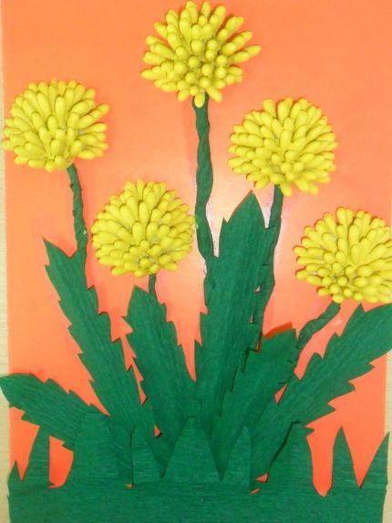 Желтые одуванчики из подручных материалов
