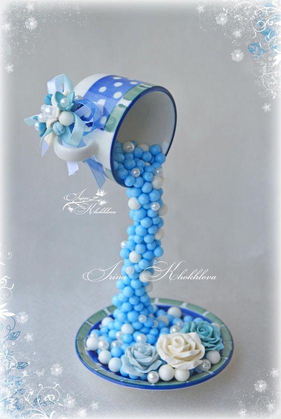 голубая чашка-проливашка