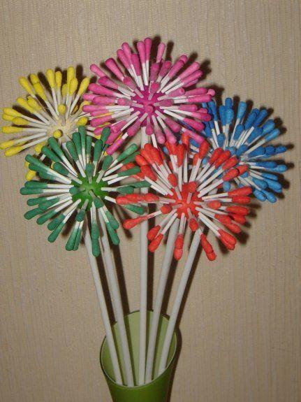 разноцветные цветы из ватных палочек