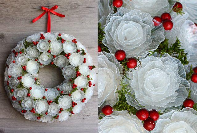 рождественский венок из пластиковых роз