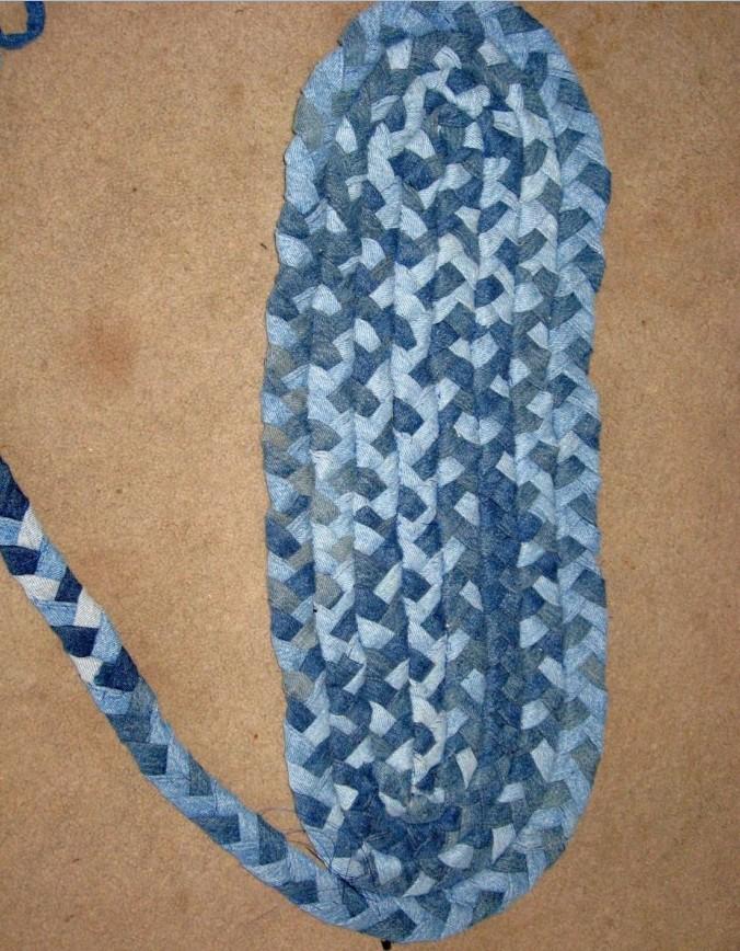 вяжем коврик из джинсов