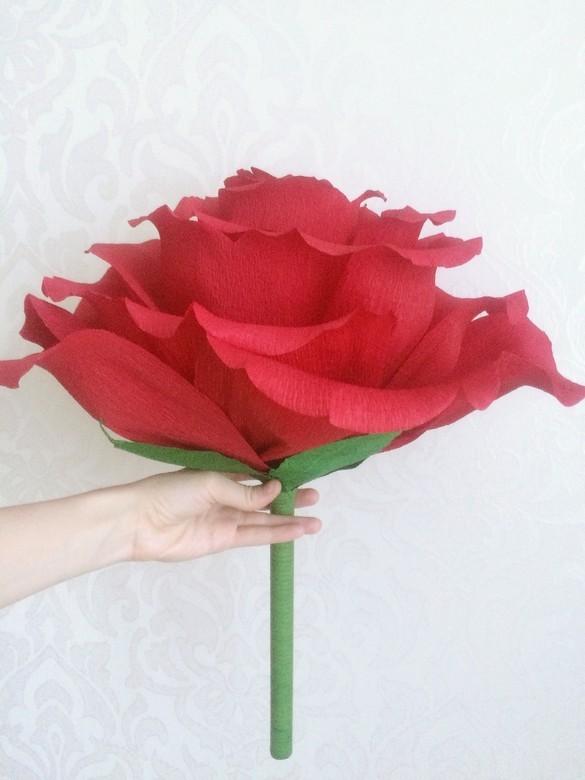 Цветок с небольшой ножкой удобно держать в руках