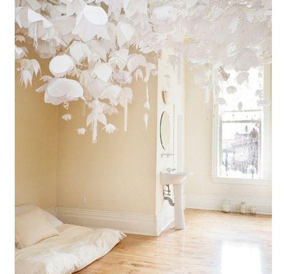 белые цветы на струнах