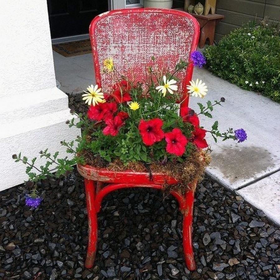 Вазон для цветов из стула
