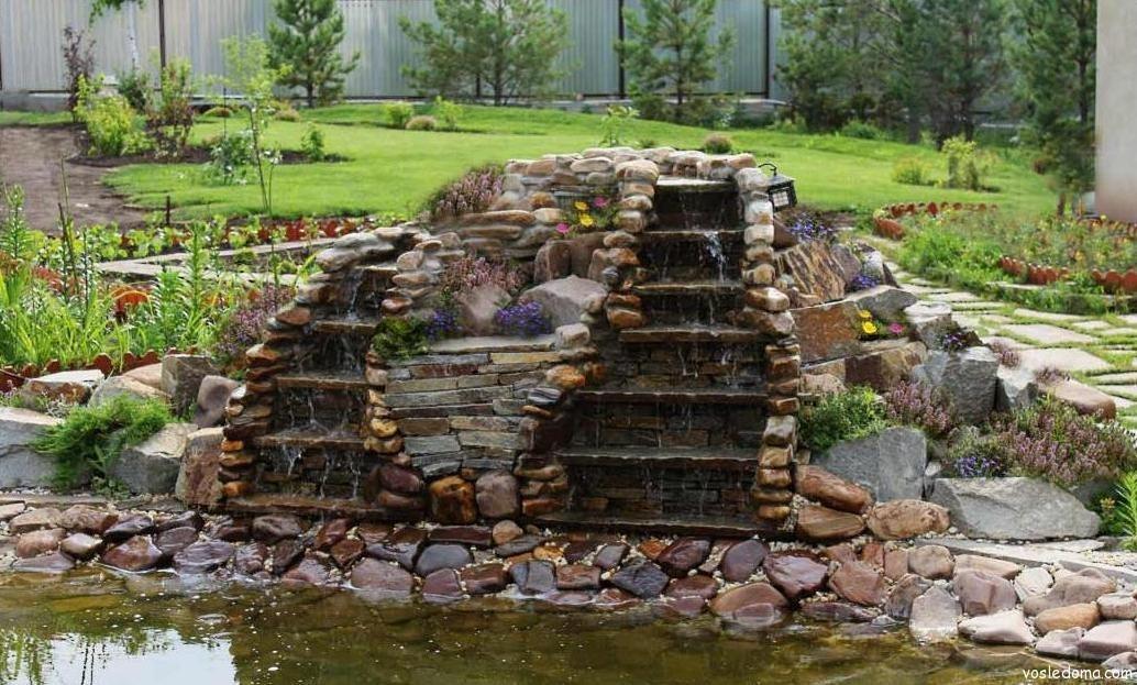 каменный водоем на дачу