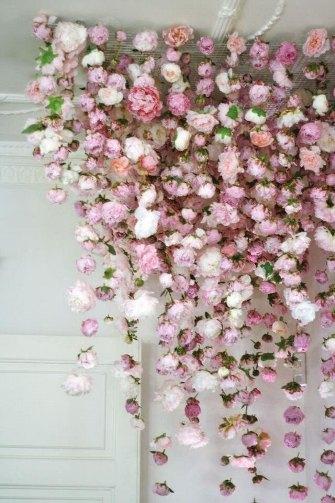 гирлянды из искусственных цвето