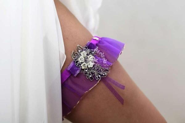 тонкая подвязка невесты