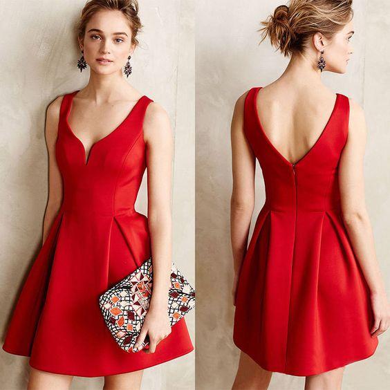 красное мини-платье