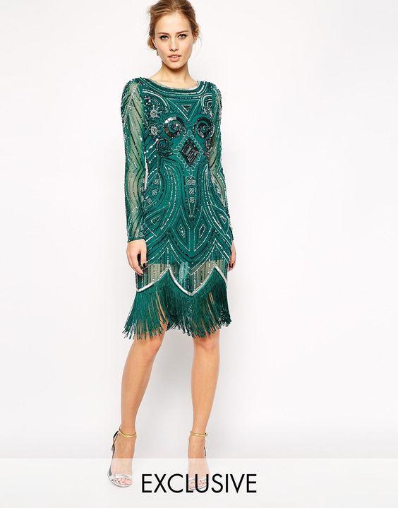Зеленое изысканное платье с бахромой