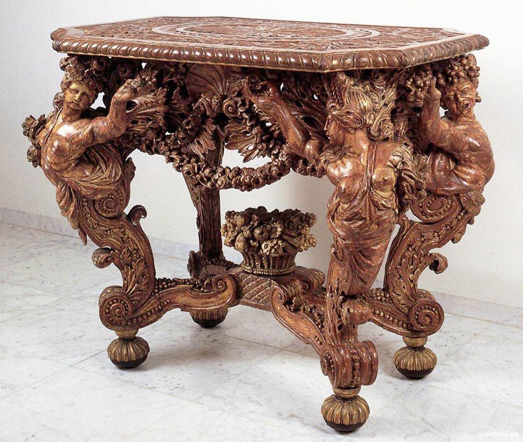резные предметы мебели