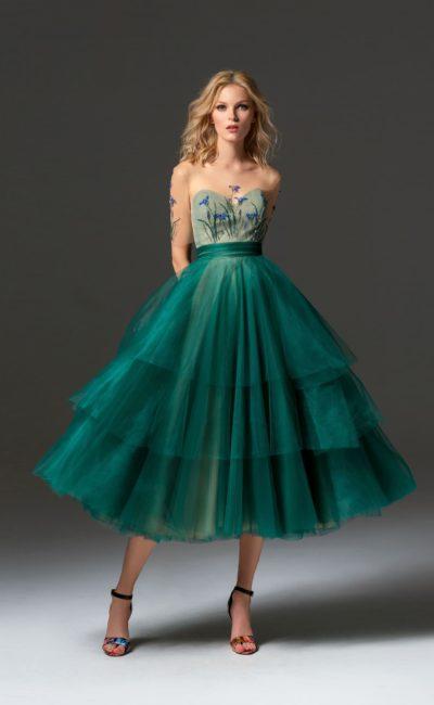 Платье с многоярусными оборками
