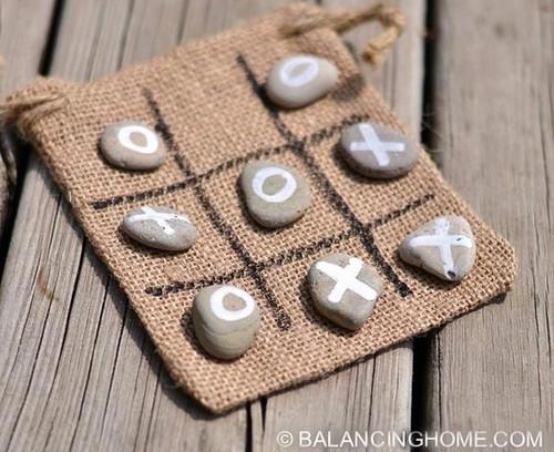 Крестики-нолики из камней