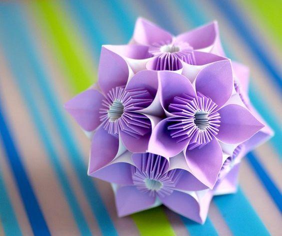 фиолетовый шар из бумаги