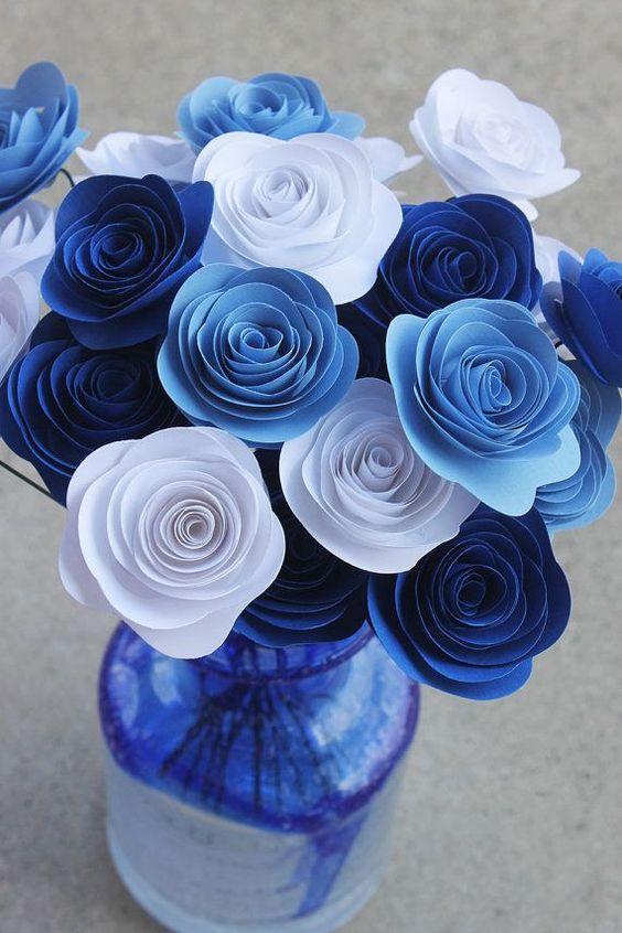 розы из бумажных лент
