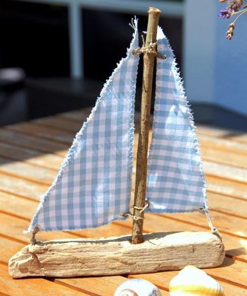 Кораблик из коряги и ветки