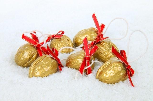 золотые грецкие орехи