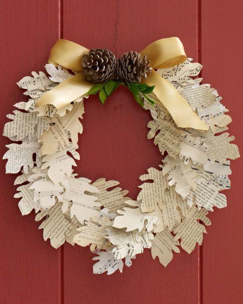 Венок на дверь из бумажных листьев