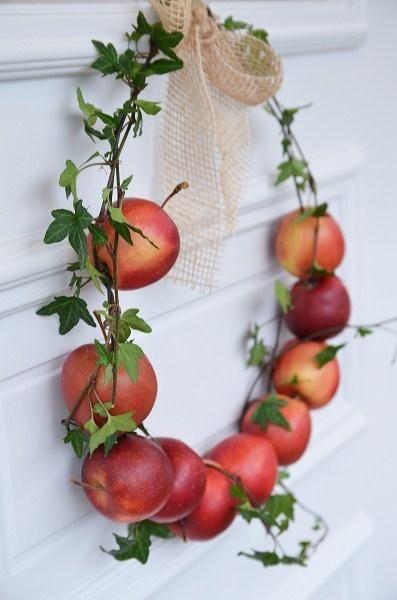 Венок из яблок