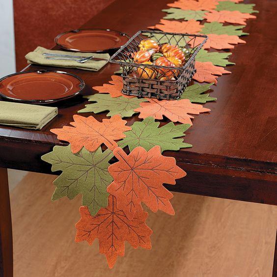Дорожка на стол из листьев