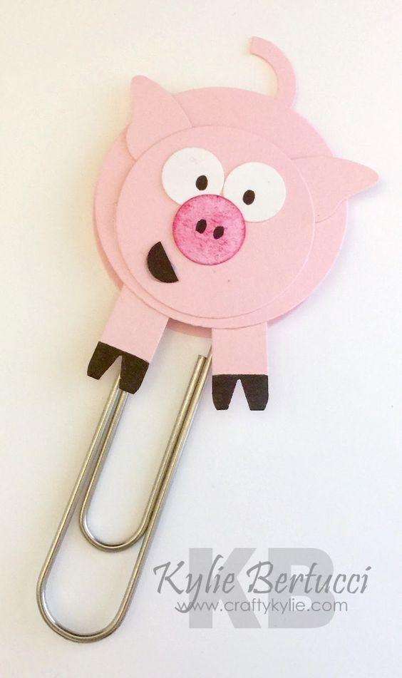Украшение для канцелярской скрепки со свинкой