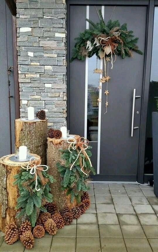 Новогодний декор из поленьев и шишек