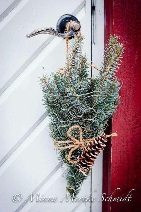 Еловые ветки как новогоднее украшение дома