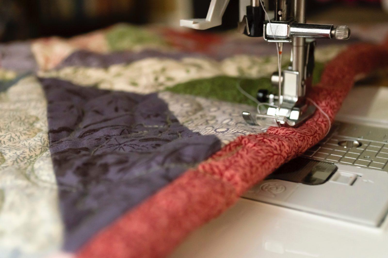 Процесс шитья на машинке