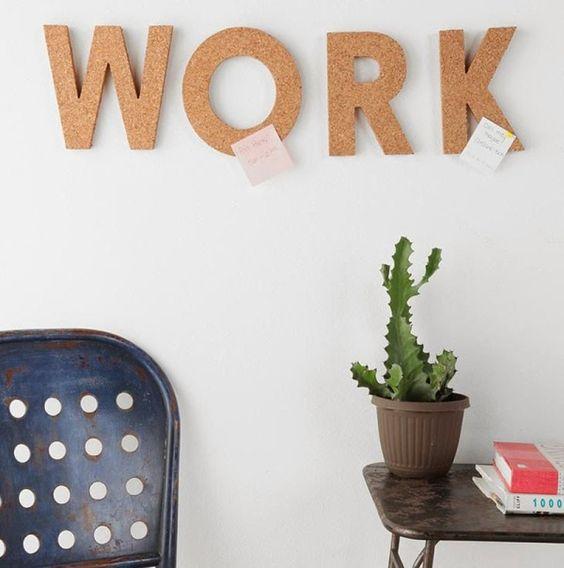 Слово WORK в интерьере